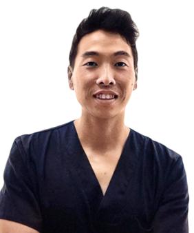 Arturo Kim Son. Odontólogo general.